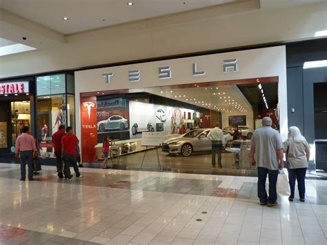 tesla  open   stores  year  high  sites