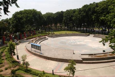 tempat wisata  surabaya taman bungkul