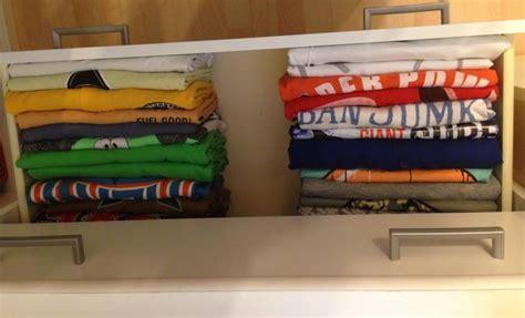 Kleiderschrank Aufräumen Mit System by Ordnung Im Kleiderschrank T Shirts Kleiderschrank Aufr