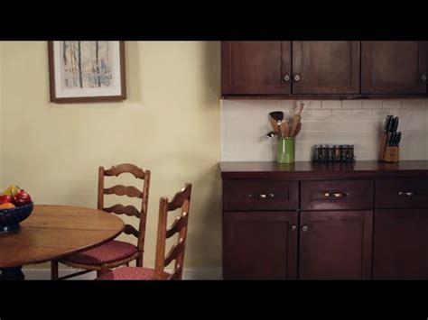 how do i refinish kitchen cabinets kilz presents how to refinish kitchen cabinets 8435