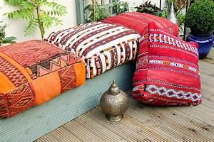 coussin de sol marocain la deco epuree With tapis kilim avec gros coussin canapé pas cher