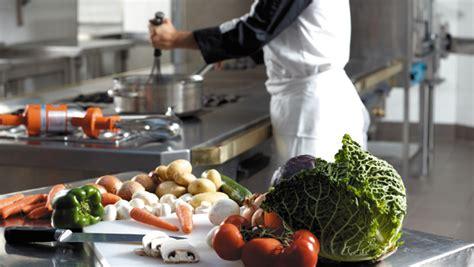 cuisiner com la cuisine moderne de cuisiner avec l 39 aide de la