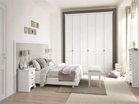 camera da letto bianca  tortora decorazioni  la casa