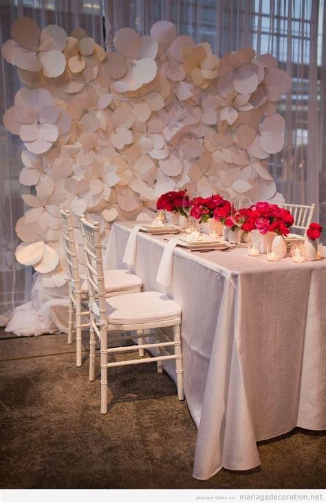 mur d une salle de mariage decor 233 avec des pleurs en papier d 233 coration mariage id 233 es pour