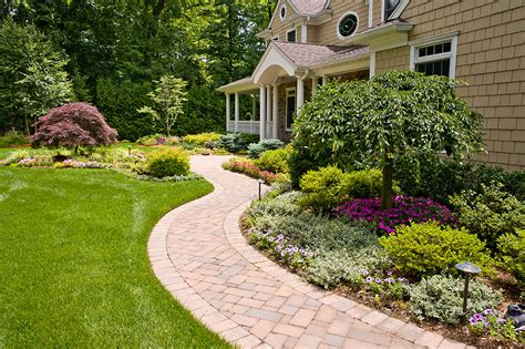 Dos And Don'ts Of Front Yard Landscape  Front Yards