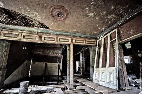 canapé ancien velours comment décorer une maison hantée frenchy fancy