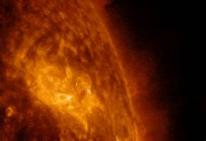 NASA's SDO Captures Images of a Mid-Level Solar Flare ...