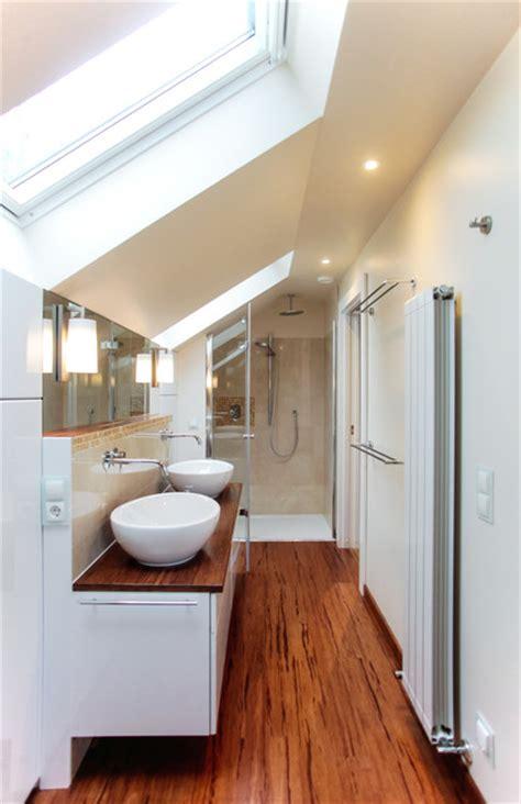 Badezimmer Im Dachgeschoss  Modern  Badezimmer Berlin