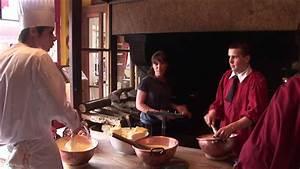 Omelette Mere Poulard : l 39 omelette de la mere poulard au mont saint michel youtube ~ Melissatoandfro.com Idées de Décoration