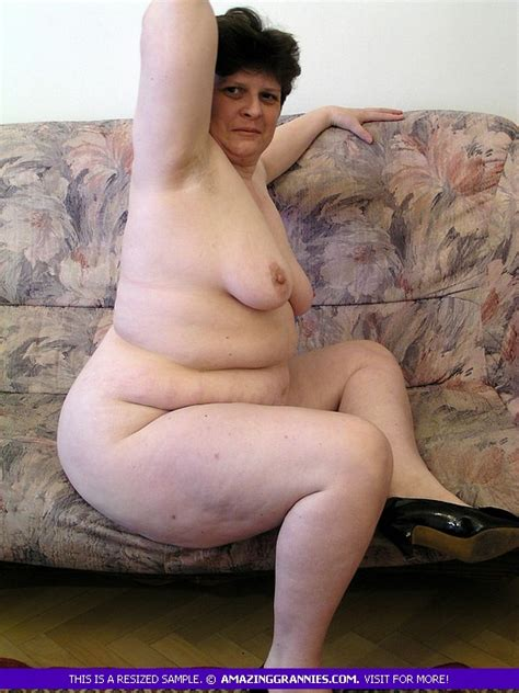 Chubby Mature Posing Naked On Couch Porn Tv