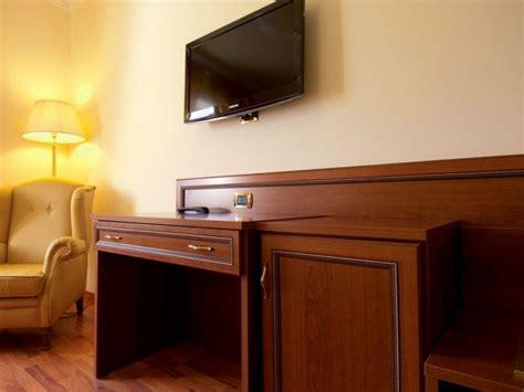 hotel bureau cristina bureau pour chambre d 39 hôtel by mobilspazio contract