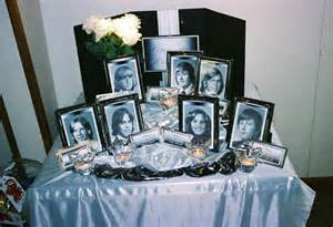 souvenirs for class reunions dinner table centrepieces class reunion memorial table