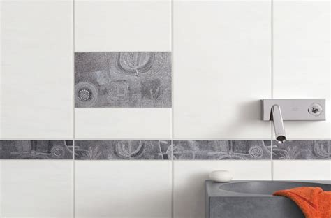 Der Nadelstreifen Im Modernen Badezimmer Retro Kommode Mit Vitrine Hemnes Ikea Kommoden Schlafzimmer Weiß Eiche Rio Schreibtisch Knauf