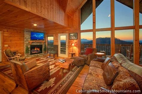 stay   luxury cabin  gatlinburg falls resort