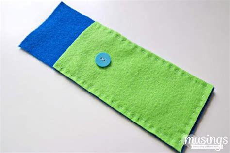 cara membuat tempat pensil dari kain flanel