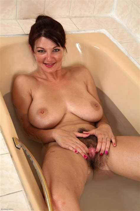 Hot Hairy Milf Vanessa In The Tub Pichunter
