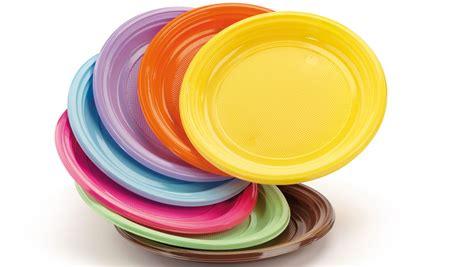 piatti e bicchieri di plastica colorati monocolore giragirafesta