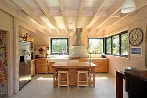 Construction d39une maison en bois massif a colleville for Interieur en bois maison