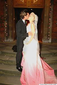 gwen stefani wears wedding dress for emotional 39used to With gwen stefani wedding dress