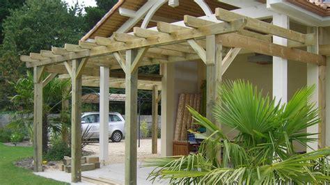 fabriquer sa pergola bois construire une tonnelle en bois les bonnes pratiques