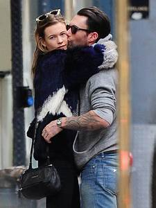 Adam Levine And Behati Prinsloo - Love Is In The Air: 21 ...