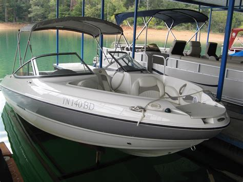 Sea Ray Boats New Hshire by 2011 Stingray 208 Lr Power Boat For Sale Www Yachtworld
