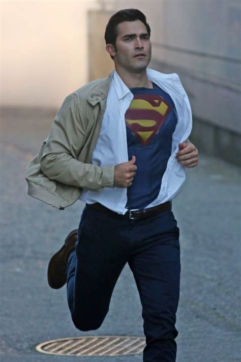 superman tyler hoechlin kent clark supergirl into transforms season handsome actor most hollywood shirt check television email marked fields required