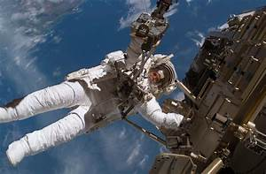 Space Travel Makes Astronauts' Hearts More Round - D-brief