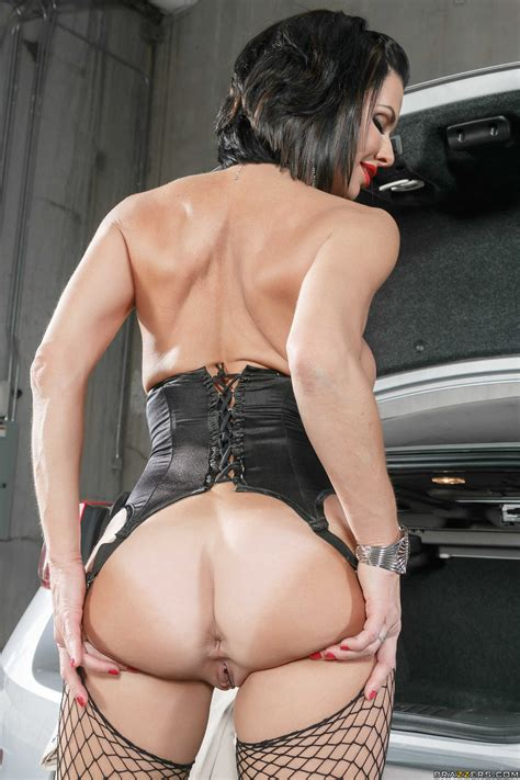 veronica avluv likes to have anal sex milf fox