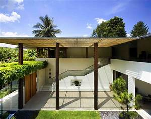 Contemporary courtyard house in singapore idesignarch for Modern courtyard houses