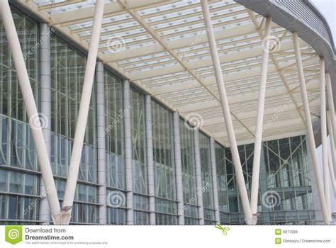 le plafond de verre le mur en verre et le plafond images libres de droits image 6817099