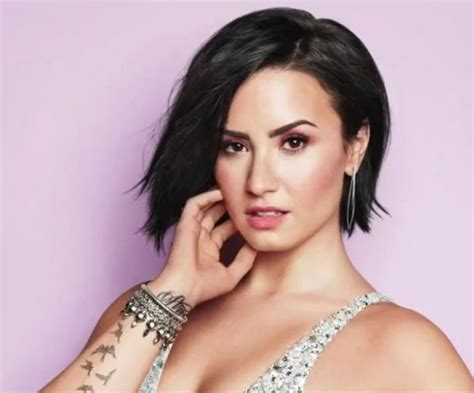 Demi Lovato Short Dark Hair, Cute, Sassy, Sophisticated