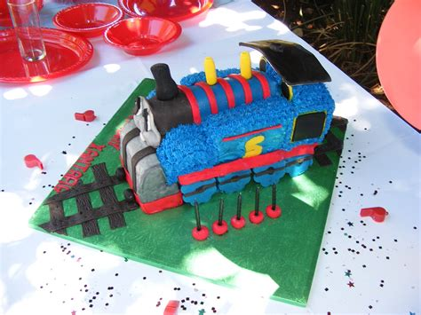 thomas  train cakes decoration ideas