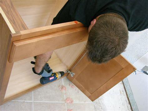 install  vanity   master bathroom  tos diy