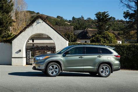 toyota highlander hybrid limited awd review