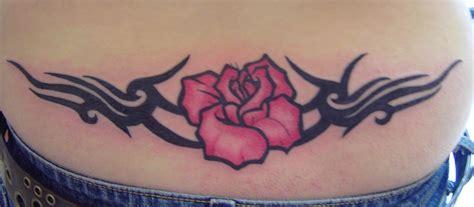tatouage bas du dos tatouage fleur tribal bas du dos tatouage femme