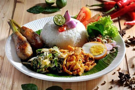 Panaskan minyak, tumis bawang putih dan bawang bombay hingga harum. Nasi Campur Bali | Makanan, Masakan, Resep