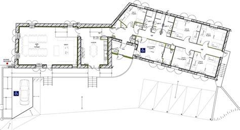 plan de maison avec 5 chambres