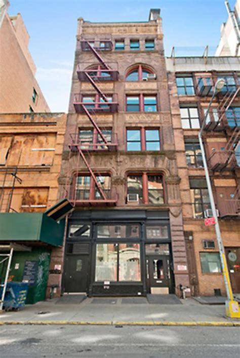 zachary quinto home zachary quinto buys 3 1 million manhattan love nest
