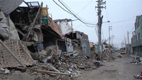 magnitude earthquake  peru kills   injures