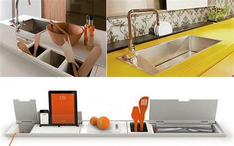 Moderne-küchenarbeitsplatte-mit-stauraum-von-domusomnia