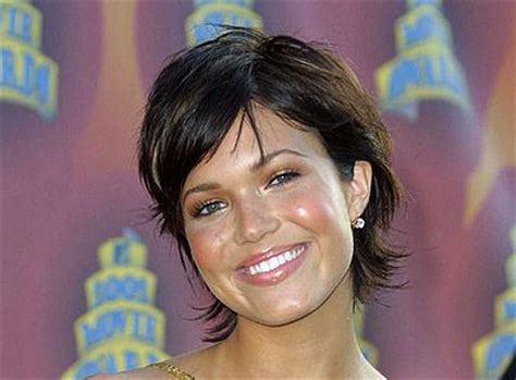 mandy moore short shag casual everyday careforhaircouk