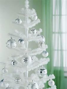 Deko Weiß Silber : weihnachtsbaum deko haben sie den tannenbaum schon verziert ~ Sanjose-hotels-ca.com Haus und Dekorationen