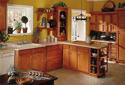 brown kitchen walls with oak cabinets oak kitchen cabinets yellow walls no matter how i 9318