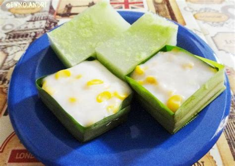 Siapkan cetakan, olesi dengan minyak. Resep Kue talam takir pandan jagung (kue tako) oleh Enno Andri - Cookpad