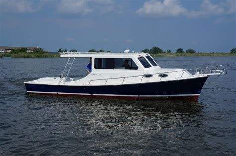 Custom Built Bay Boats by 32 Mabry Chesapeake Bay Sedan Fisherman For Sale 32