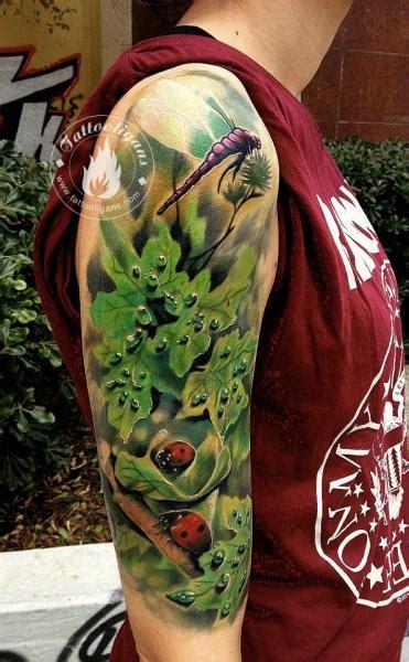 schulter realistische blaetter tattoo von tattoo ligans
