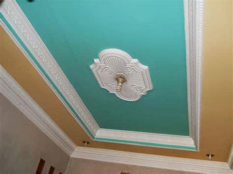 motif plafon ruang tamu desain interior terbaru