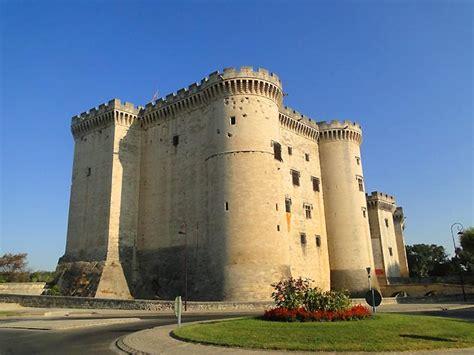 chambres d hotes alpilles photo château de tarascon