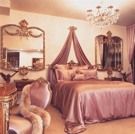 Pin by Claire Bear on fun Ideas   Royal room, Luxurious ...